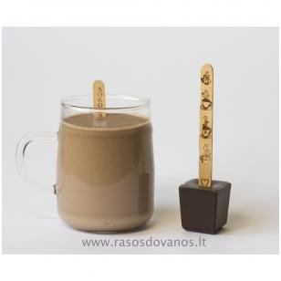 Karšto šokolado gėrimas su puodeliu